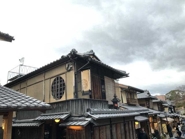 ni-yasushi-saka-starbucks-tokyo apperance