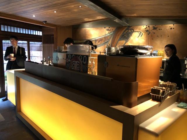 ni-yasushi-saka-starbucks-tokyo counter