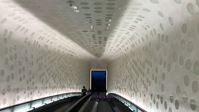 hamburg elbphilharmonie escalator
