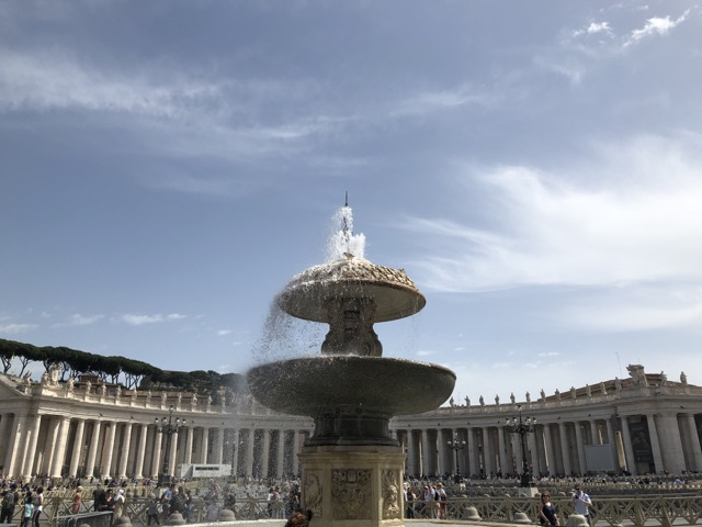 vatican city foundtain