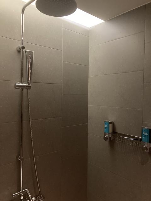 aloft-taipei-zhongshan showerroom