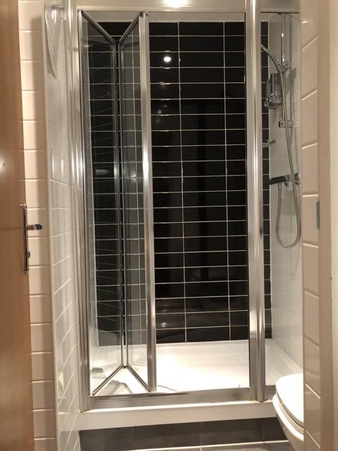 comfort inn kings cross shower room