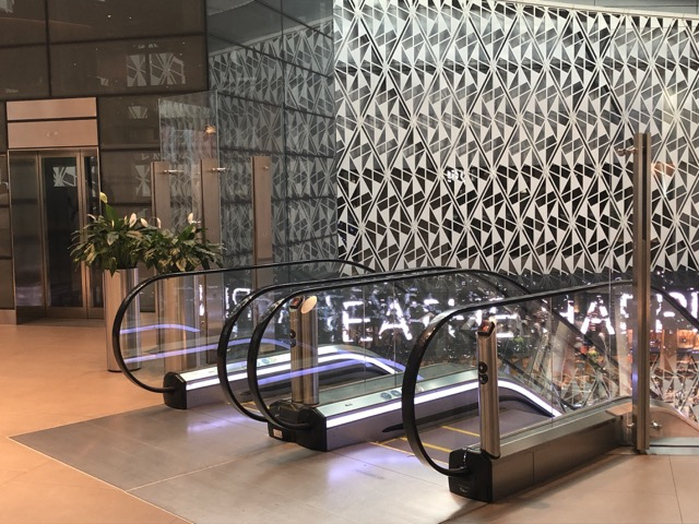 doha business lounge esclators