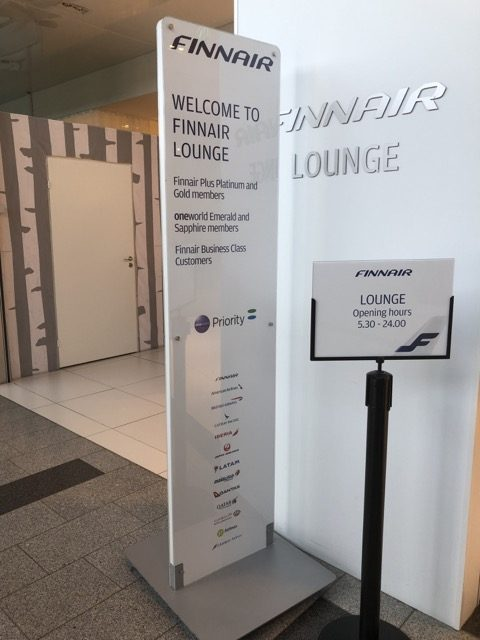 hel-finnair-lounge entrance