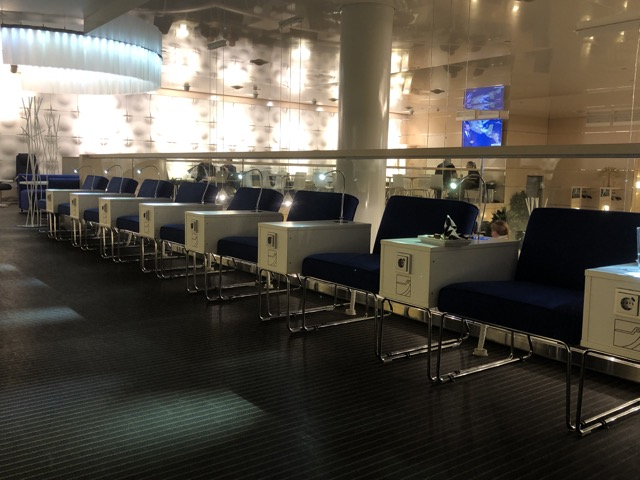 hel-finnair-lounge second floor zone