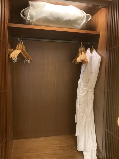 guide-hotel-taipei-regent wardrobe