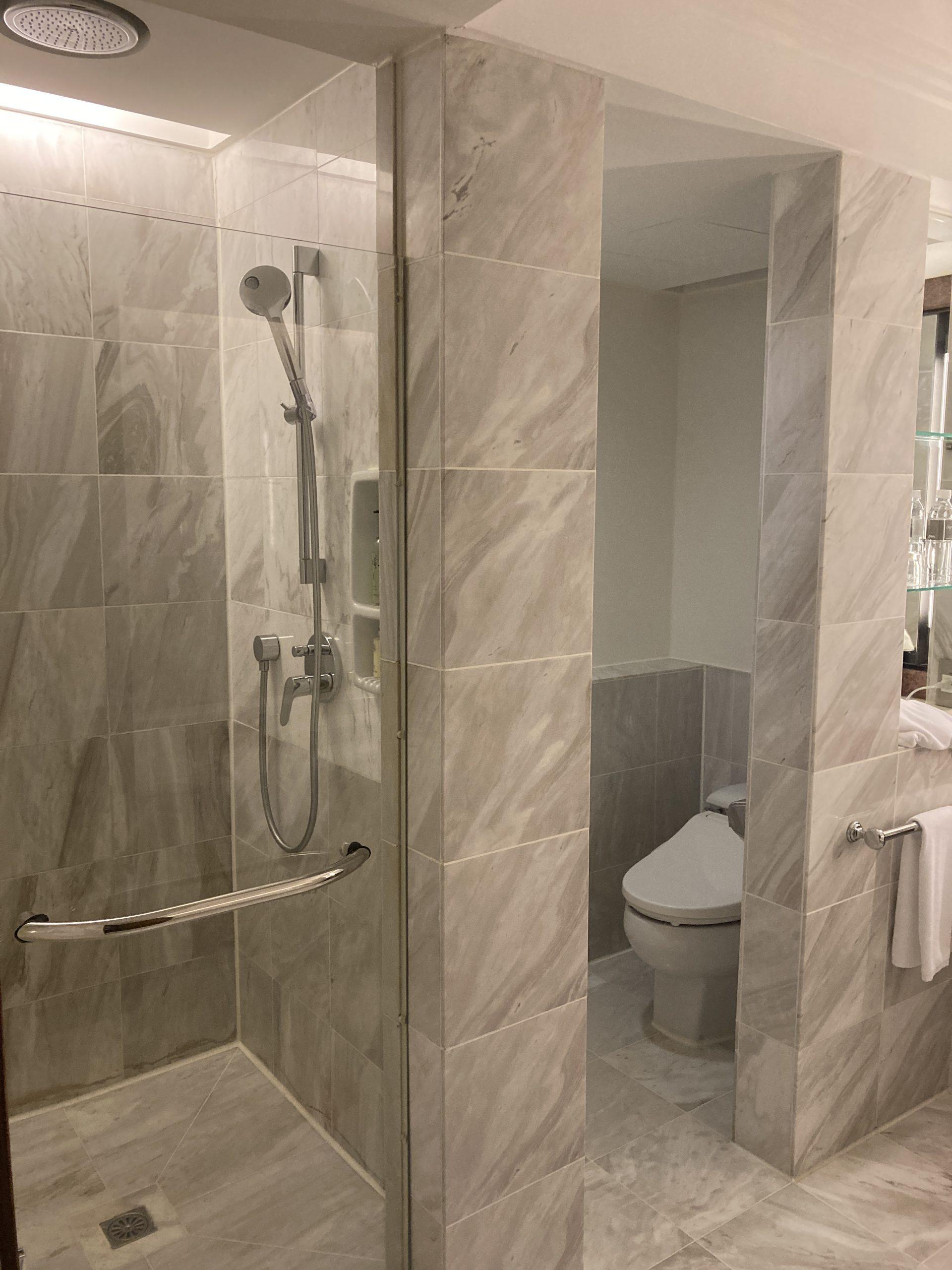 guide-hotel-taipei-regent shower room2