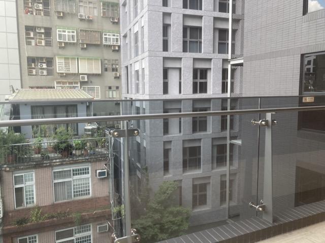 double-tree-zhong-shan-taipei-taiwan balcony