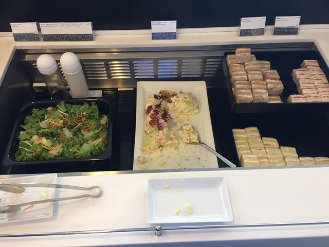 ana lounge cheese and ham