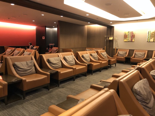 lounge-in-osaka-kansai sofa