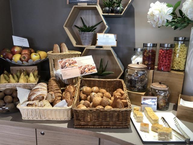 nice canopy lounge bread