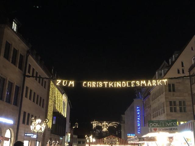 zum christmasmarkt nuernberg