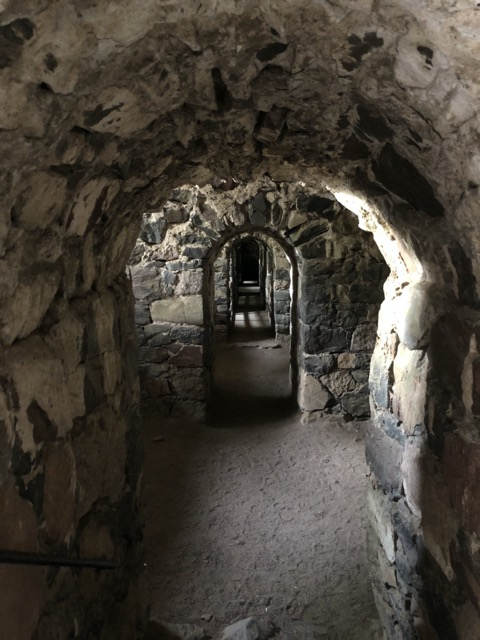 suomenlinna artificle cave