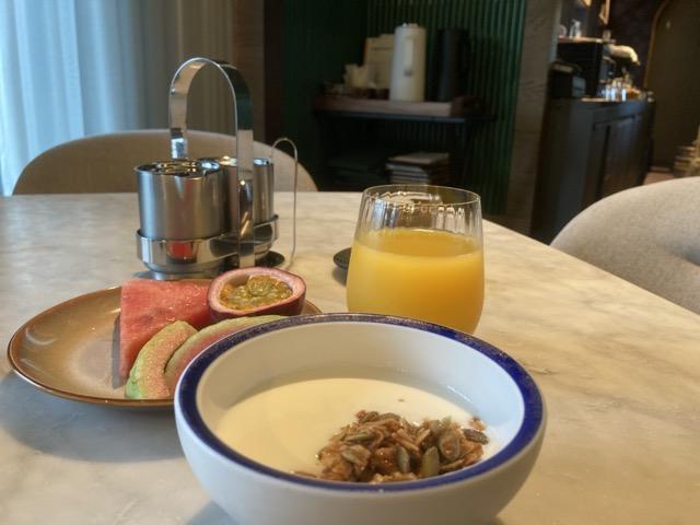 kimpton-tavernist fruit and yogurt
