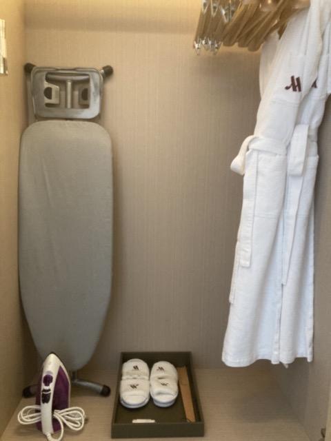 taipei-marriott-comfort-suite-room-wardrobe3