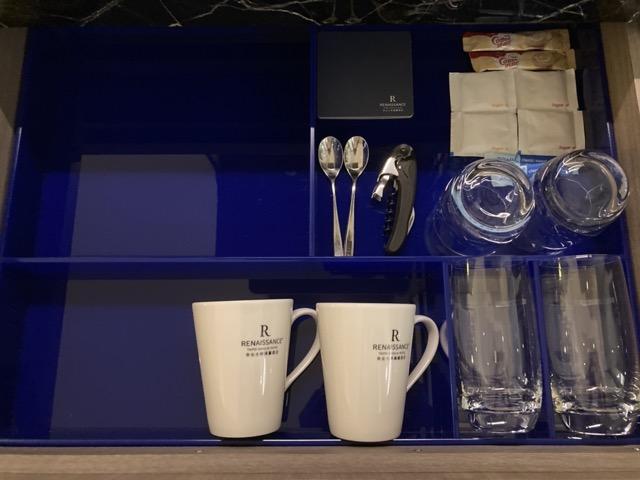 taipei-shihlin-renaissance-hotel-minibar