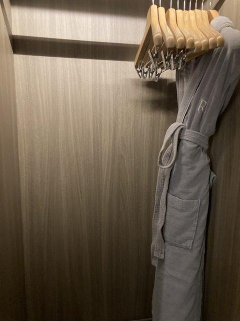taipei-shihlin-renaissance-hotel-wardrobe