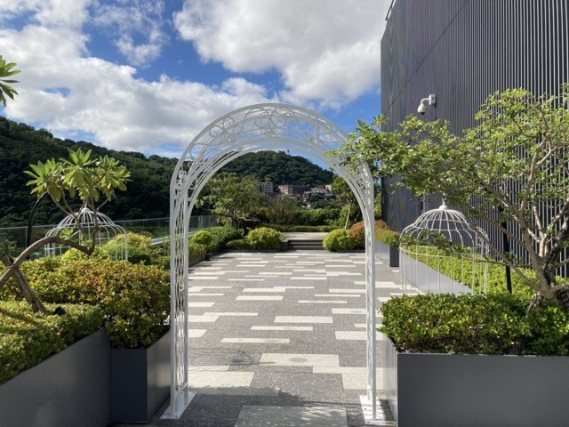 taipei-shihlin-renaissance-hotel-roof-3