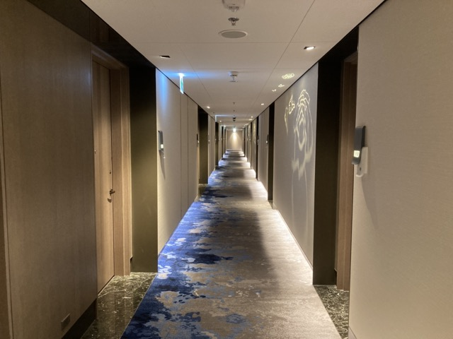 taipei-shihlin-renaissance-hotel-hallway