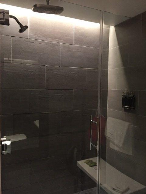 ua sfo lounge shower room